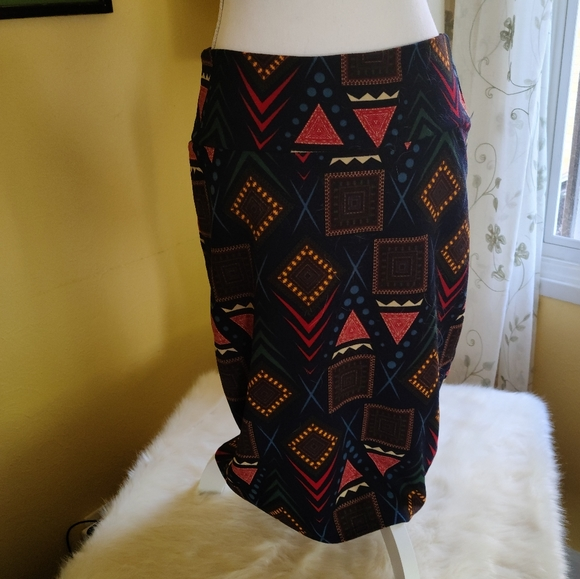 LuLaRoe Dresses & Skirts - LuLaRoe Cassie Pencil Skirt Size L
